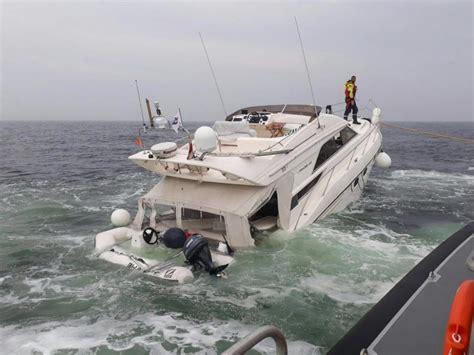 yacht opblaasboot duur jacht zinkt bij ameland eigenaren weigerden hulp