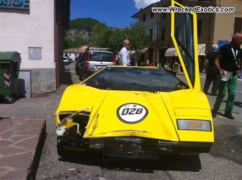 crashed lamborghini countach lamborghini countach wrecked italy