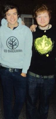 ed sheeran perfect hoodie hahahaha ed looking incredibly guilty in the second one