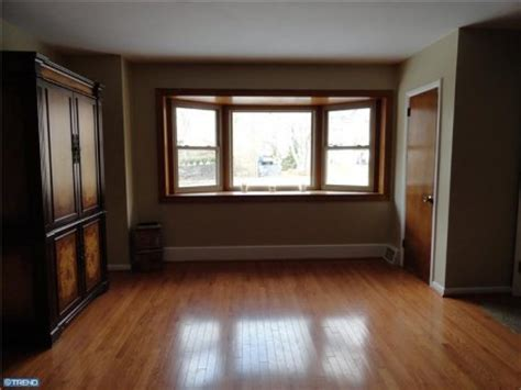 White Baseboards With Wood Floors by 1000 Images About Oak Or White Trim That Is The Question