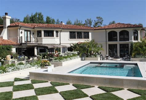 kris jenner backyard behind the scenes with the kardashians checkerboard pattern backyard and jenner house