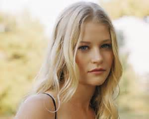 actress claire lost once upon a time casts emilie de ravin in season 1 tvline