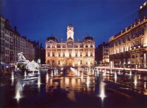 chauffeur privé VTC particulier à Lyon visites touristique