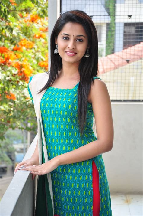 thondan movie heroine photos karthi get this new beauty as his third actress