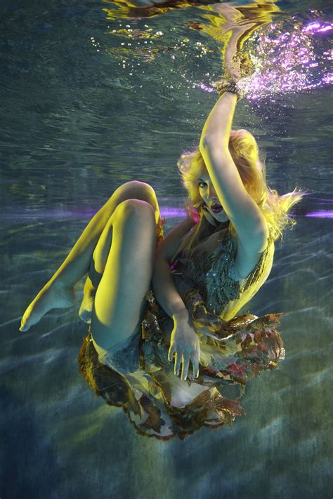 by harry fayt underwater harry fayt pinterest the beauty of the female form showcased in an underwater