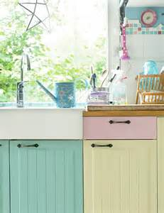 An inspiring painted kitchen in pastel hues and candy colours heart