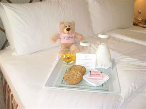 how to send flowers to a hotel room 17 best ideas about hotel amenities on hotel branding wifi service and bed and