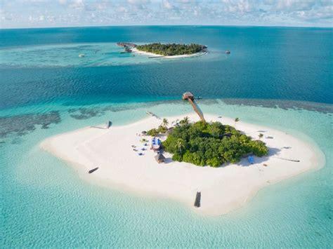 vacation  paradise beaches  small island maldives