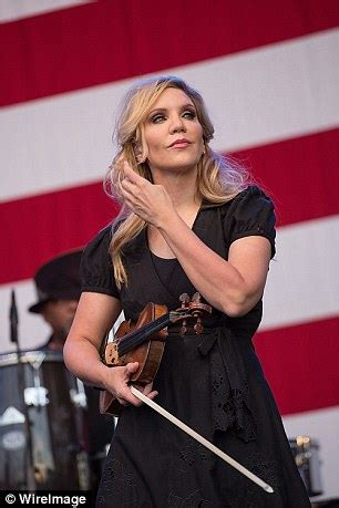 alison krauss windy city album alison krauss delivers a breezy collection of covers
