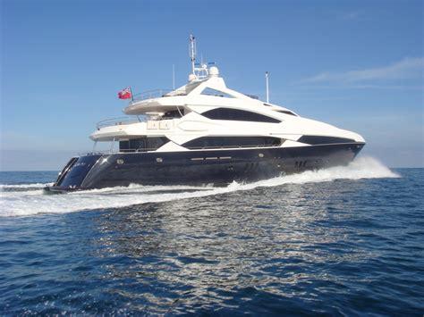 Modern Cabin Design by Motor Yacht Devocean Sunseeker 37m