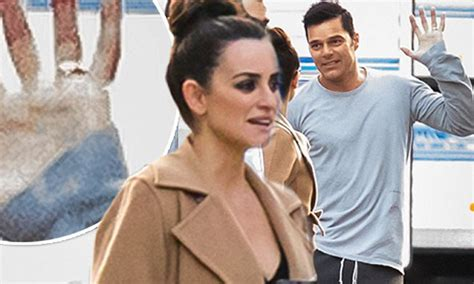 Ricky Martin Shows Footage Of Himself by Newlywed Ricky Martin Flashes Wedding Band On La Set
