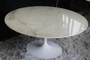 table basse marbre saarinen knoll le buzz de rouen