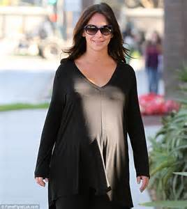 Comfortable Shoes For Pregnancy Heavily Pregnant Jennifer Love Hewitt Emerges In Public