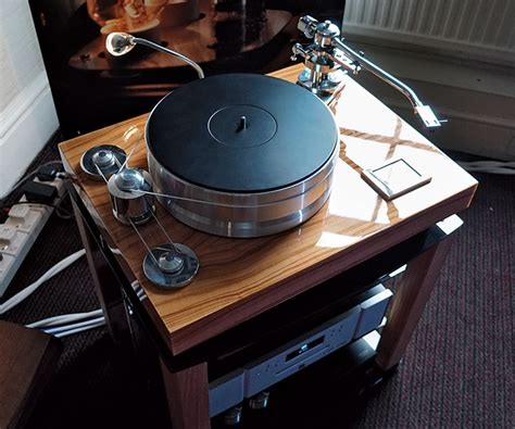 Signature Speakers A To Behold by The Hi Fi Show 2015 Hi Fi News
