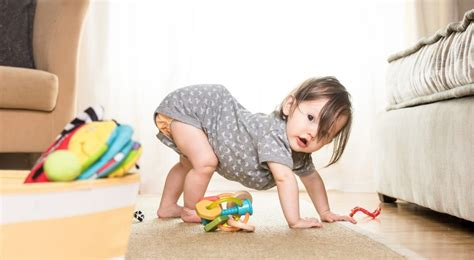 wann lachen baby bewusst baby laufen ab wann babys laufen