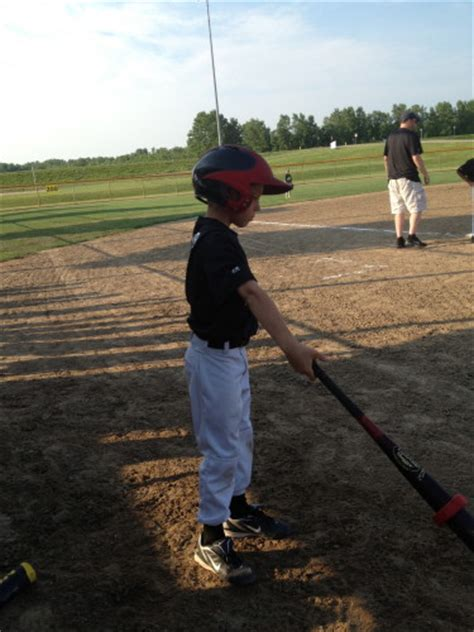 the perfect swing baseball youth baseball bat hand placement for the perfect swing