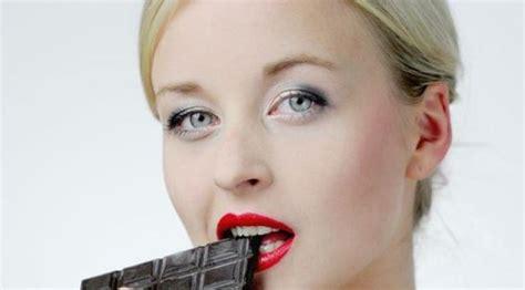 Penjepit Pasta Gigi Maupun Scrub benarkah banyak makan cokelat bisa timbulkan jerawat