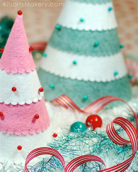 pattern for a felt christmas tree festive felt christmas trees a free pattern for you