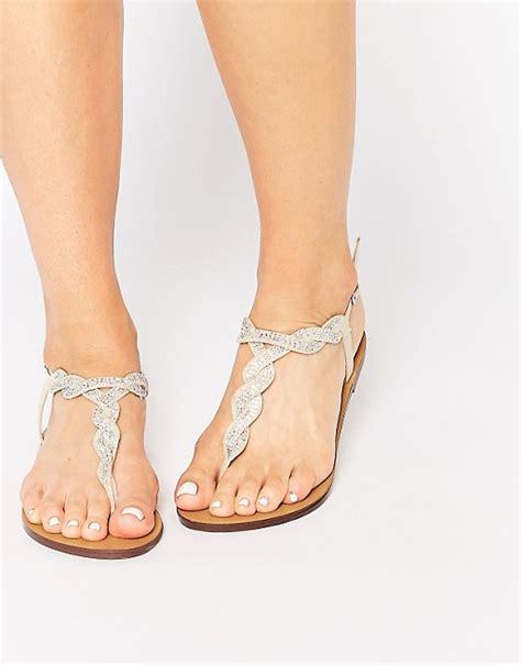Brautschuhe Flach Sandalen by New Look New Look Flache Sandalen Mit Verdrehter