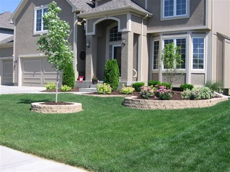 landscaping ideas for front of house best 25 cheap landscaping ideas ideas on