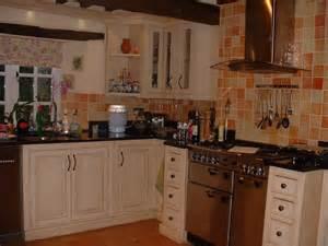 Kitchen Unit Designs Pictures by White Kitchen Units