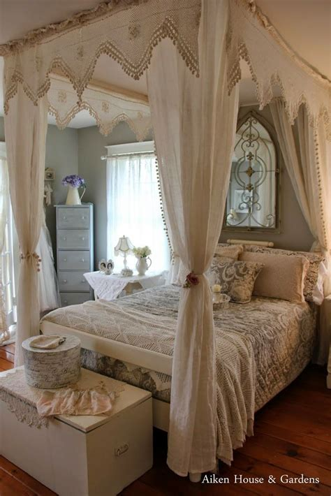 shabby chic master bedroom best 25 shabby bedroom ideas on pinterest shabby chic