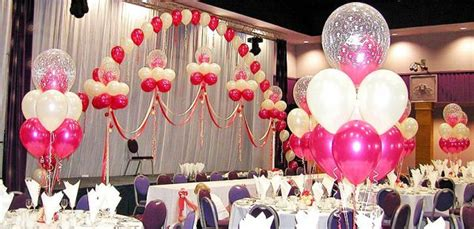 Balon Bentuk Lambang Dan bosan dengan konsep pernikahan serba putih dan bunga