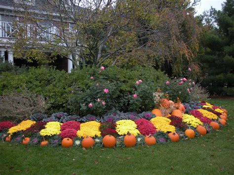 Garden Ideas For Fall Seasonal Landscape Display Fall Autumn Design With