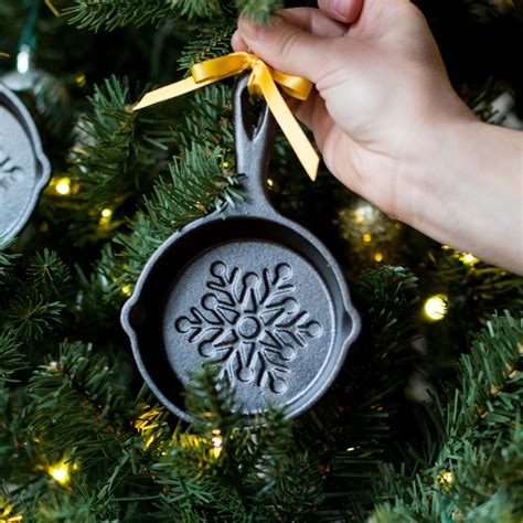 the christmas ornament cast lodge made a mini skillet for your tree
