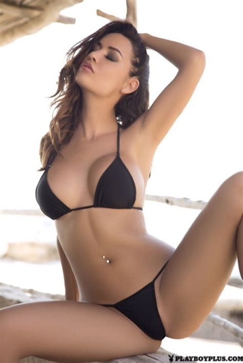 provocative bikini poses likes lencer 237 a pinterest pose girls and swimwear