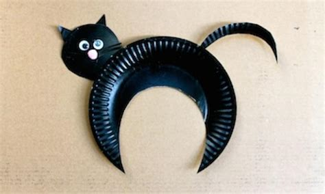 Things To Make With Paper Plates - paper plate black cat kidspot