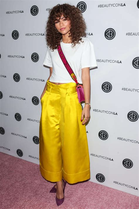 light festival los angeles 2017 zendaya 2017 beautycon festival in los angeles