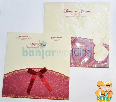 Undangan Soft Cover Ivory Pita undangan pernikahan ekslusif batik indonesia maroon ebi