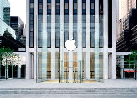 apple new york a look at the redesigned fifth avenue apple store in new