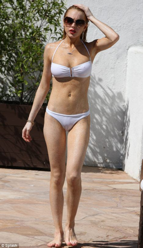 Lindsay Lohan S Incredible Roving Belly Button Oh No They Didn T