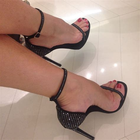 Sepatu Ysl High Heels pin by apelido on yves laurent toes and