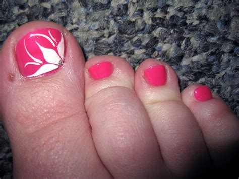flower design on toes simple nail art designs for beautiful feet nailkart com