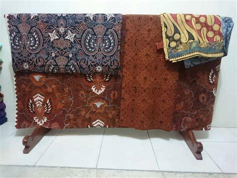 Batik Tulis Lasem batik tulis lasem memiliki dua motif berbeda batik dlidir