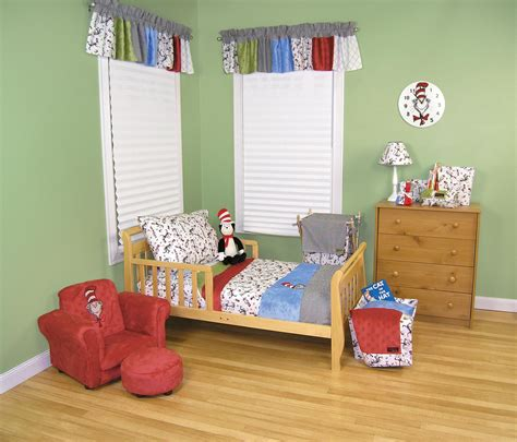 dr seuss bedroom set dr seuss cat in the hat toddler bedding set trend lab