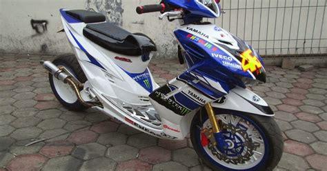 Spakbor Depan Mio Soul Merk Win Warna Putih motor sport gambar modifikasi yamaha mio soul racig look yzf r1 terbaru