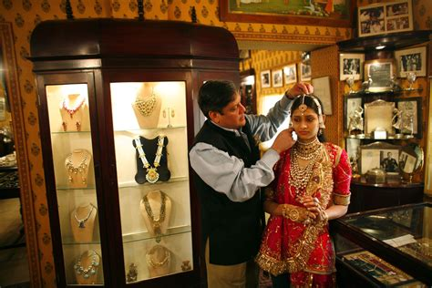8 Places To Shop by 8 Best Places To Go Shopping In Jaipur