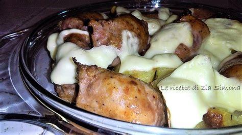 come cucinare salsiccia al forno salsiccia e patate al forno con edamer filante le