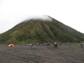 mendaki gunung bromo pasuruan jawa timur tempat wisata foto gambar wallpaper