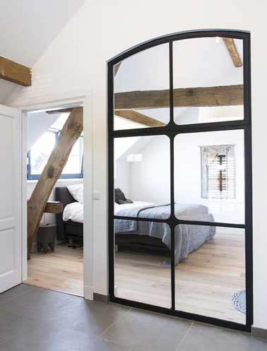 Charmant Peinture Pour Agrandir Une Piece #1: Verriere-interieure-dans-chambre-realisee-en-miroirs.jpg