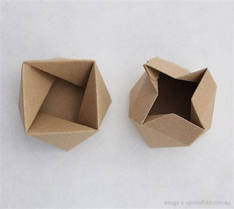 Foldable Origami - thread lid is a box that folds in the most way