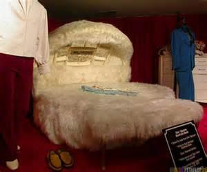 Plush bed king size space sixties plueschbett elvis presley graceland