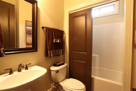 bathroom decorating ideas for comfortable bathroom