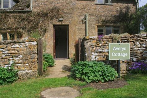 cottage hire cotswolds avery cottage cotswold gling pods and cottages