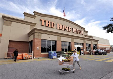 home depot sees continued tailwind from the housing market