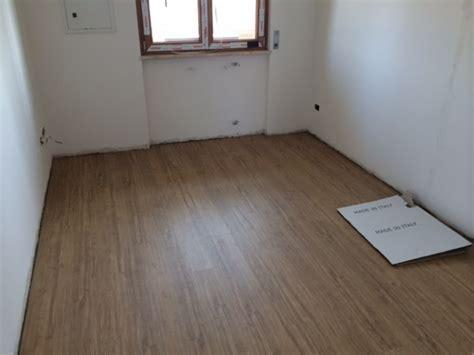 come montare un pavimento in laminato ho bisogno di aiuto laminato oppure un pavimento gres